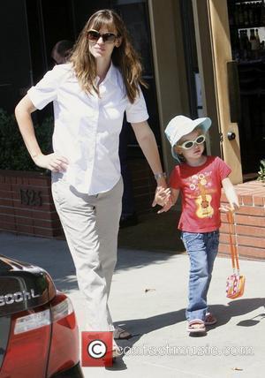 Jennifer Garner and Daughter Violet Affleck Spend The Day Shopping In Brentwood