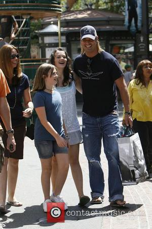 Josh Holloway seen out shopping at Abercrombie & Fitch with his nieces Hollywood, California - 26.06.09