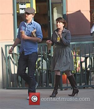 Joshua Leonard walks off after eating at a deli in Beverly Hills Los Angeles, California - 08.10.09