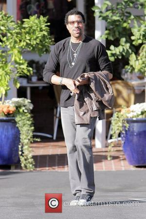 Lionel Richie leaving Fred Segal on Melrose Avenue in West Hollywood after eating lunch Los Angeles, California - 20.10.09