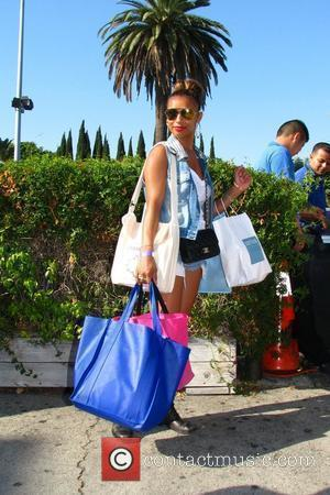 Melody Thornton of the Pussycat Dolls out on a successful shopping trip Los Angeles, California - 18.09.09