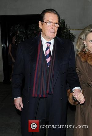 Roger Moore leaving Scott's restaurant London, England - 03.12.09