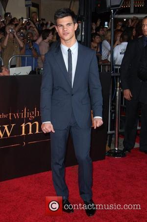 Taylor Lautner Premiere of 'The Twilight Saga: New Moon' at the Mann Village Theatre in Westwood - Arrivals Los Angeles,...
