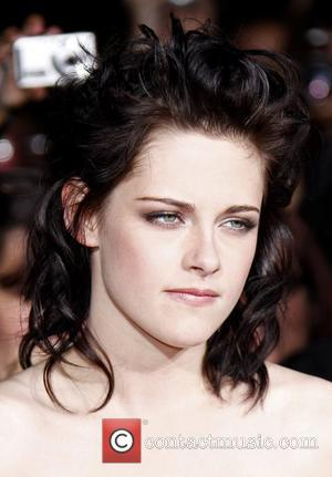 Kristen Stewart  on Kristen Stewart   Stewart Sick On New Moon Set   Contactmusic Com