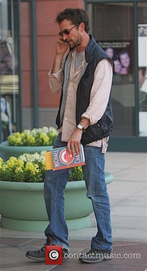 Noah Wyle leaving a medical building carrying a book by Michael Chabon Beverly Hills, California - 21.10.09