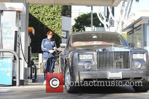 Frederic Prinz von Anhalt filling his car with gas at a Chevron gas station Hollywood, California - 31.10.09