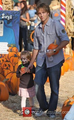 Larry Birkhead and daughter Dannielynn visits Mr. Bones Pumpkin Patch in West Hollywood Los Angeles, California - 11.10.09