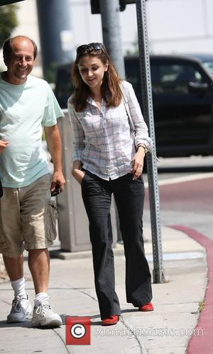 Rachel Leigh Cook leaving Cafe Med West Hollywood, California - 17.08.09