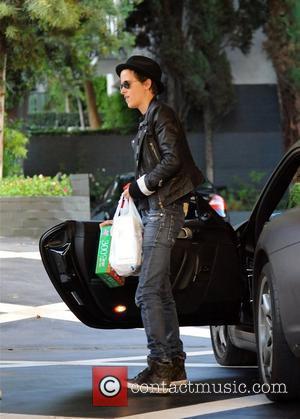 Samantha Ronson buys party lights at Rite Aid Los Angeles, California - 20.10.09