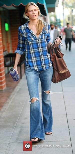 Sara Foster seen walking in Beverly Hills after having her nails done. Los Angeles, California - 23.10.09