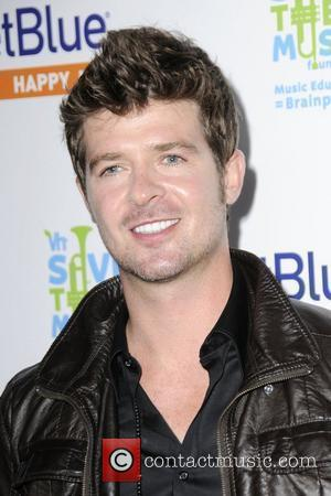 Robin Thicke JetBlue and VH1 launch Save the Music at My House - Arrivals  Hollywood, California - 17.06.09