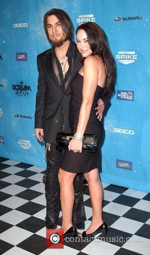 Dave Navarro and guest Spike TV's 2009 Scream Awards held at the Greek Theatre - Arrivals Los Angeles, California -...