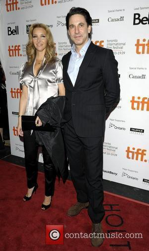 Lisa Kudrow and Scott Cohen