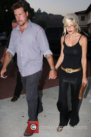 Husband Dean Mcdermott Have Dinner With Dean's Father At An Italian Restaurant In Malibu