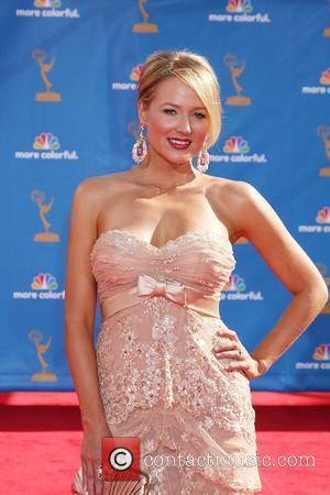 Jewel Kilcher Gives Emotional Emmy Awards Performance