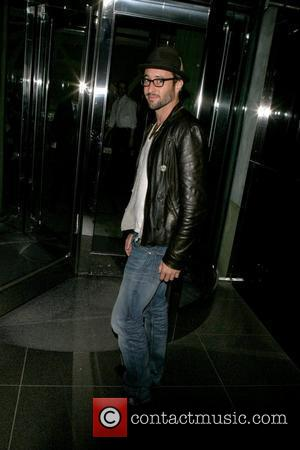 Alex O'Loughlin 'The Back-Up Plan' star arriving at his Manhattan hotel after signing autographs for fans New York City, USA...