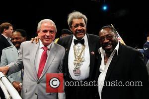 JLC/MIAMI, FL - DECEMBER 17: Miami Mayor Tomas Regaldo, promoter Don Kings and singer Eddie Levert at center ring during...