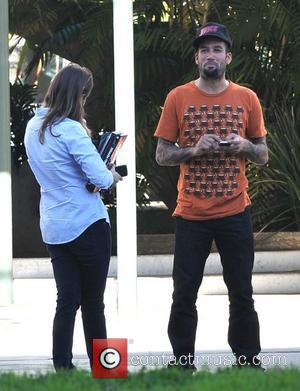 Ben Harper talks to a friend in Brentwood Los Angeles, California - 21.01.11