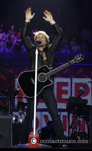 Bon Jovi Plays On After Tearing Calf Muscle Onstage