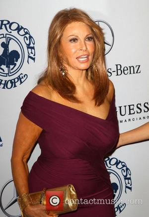 Raquel Welch Sympathises With Lindsay Lohan
