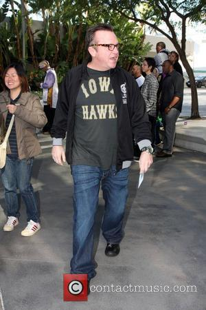 Tom Arnold arriving at the Staples Center to watch an LA Lakers game. Los Angeles, California - 25.12.09