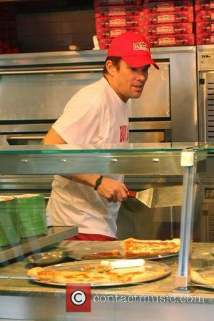Mark McGrath  The cast of 'The Celebrity Apprentice' sell pizza for charity at Famiglia Pizzeria. New York City, USA...