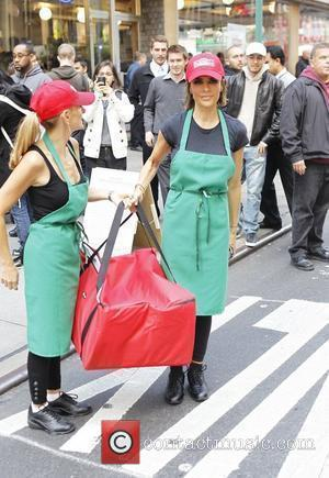 Marlee Matlin and Lisa Rinna  The cast of 'The Celebrity Apprentice' sell pizza for charity at Famiglia Pizzeria. New...