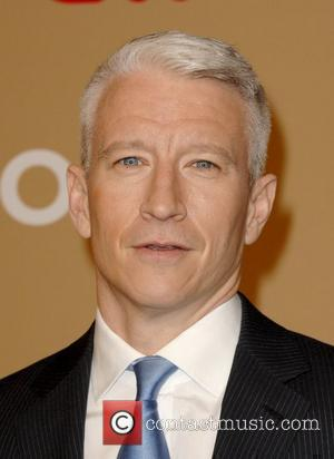Anderson Cooper Drinks With Lady Gaga In London Pub
