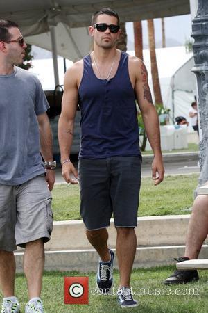 Jesse Metcalfe Seen smoking a cigarette while at the 2010 Coachella Valley Music and Arts Festival - Day 2 Indio,...