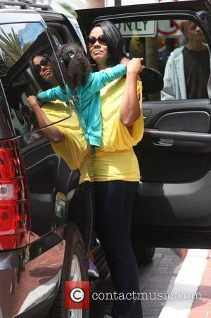 Lela Rochon leaves her hotel with her daughter San Diego, California - 25.07.10