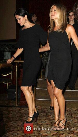 Courteney Cox-arquette and Jennifer Aniston