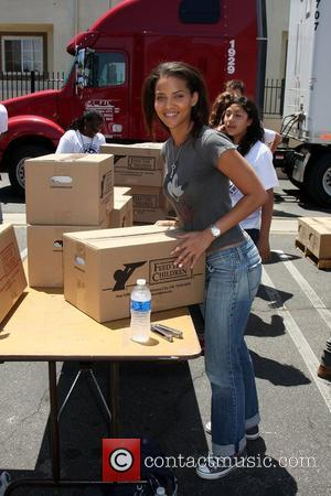 Denise Vasi The 'Daytime Gives Back' Feed The Children Event at the Salvation Army Van Nuys, California - 26.05.10