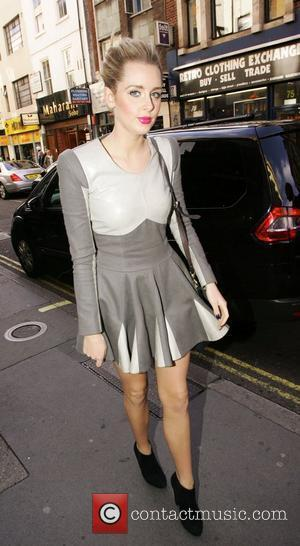 Diana Vickers meets friends for lunch at Vital Ingredient restaurant in Soho London, England - 19.10.10