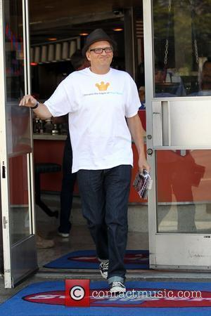 Drew Carey departs Swingers restaurant after having breakfast wearing a t-shirt that states, 'I became the mayor of your mom'...