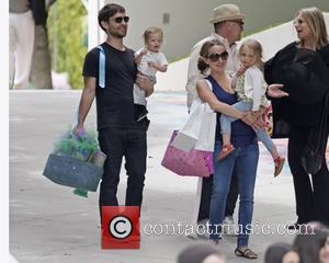 Tobey Maguire, Jennifer Meyer, Ruby Maguire, Otis Maguire and Barbra Streisand