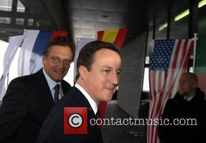 Cameron Calls On Parliament To Rewrite Privacy Laws