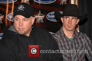 Adriano Moraes and Garth Brooks