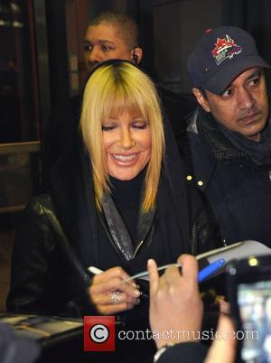 Suzanne Somers signing autographs outside CBC's 'George Stroumboulopoulos Tonight' show Toronto,Canada - 18.01.11