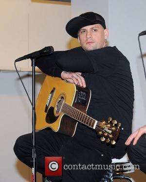 Benji Madden  Good Charlotte performing an acoustic concert at Macys Aventura, Florida - 15.01.11