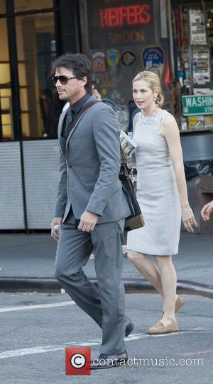 Matthew Settle and Kelly Rutherford on location with 'Gossip Girl' in New York's meat packing district New York City, USA...