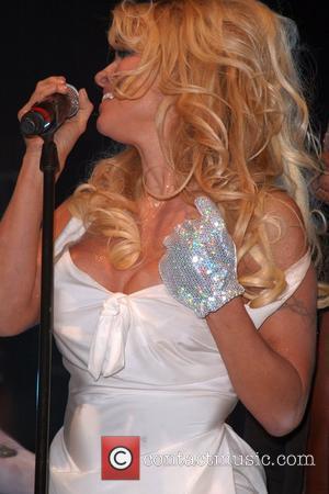 Pamela Anderson, Paramount Studios