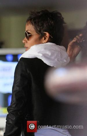 Halle Berry at the Barefoot restaurant in West Hollywood.  Los Angeles, California - 11.11.10