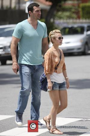 'Heroes' star Hayden Panettiere and boyfriend Wladimir Klitschko leaving after having lunch at Le Pain Quotidien in West Hollywood...