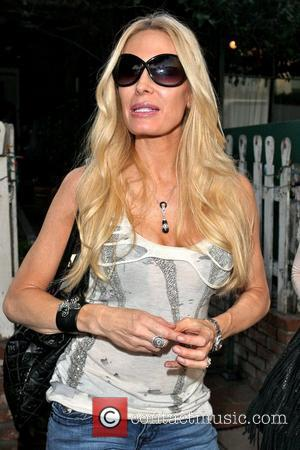 Peggy Tanous Cast members of 'The Real Housewives of Orange County' eating lunch at The Ivy Los Angeles, California -...