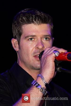 Robin Thicke Performing and Robin Thicke