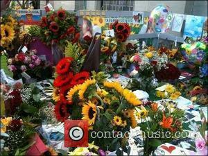 Fans gather and pay tribute at Forest Lawn for Michael Jackson's 51st birthday.  Glendale, California - 29.08.10