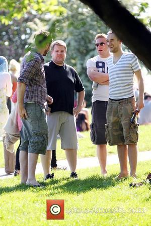 James Corden spends an afternoon relaxing with friends in Primrose Hill park London, England - 22.05.10