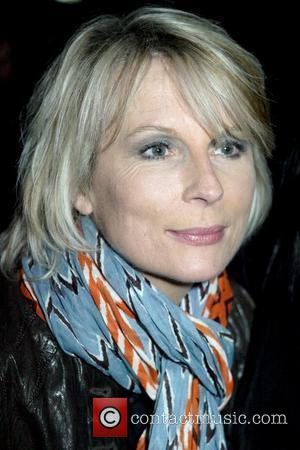 *file photos* * SAUNDERS CELEBRATES CANCER BATTLE VICTORY AT PAL'S PARTY British comedy actress JENNIFER SAUNDERS has gone public with...