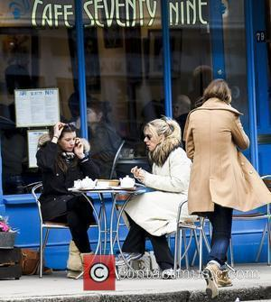 Jools Oliver having lunch with a friend London, England - 10.03.10
