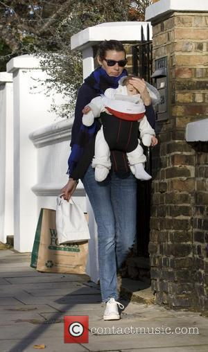 Jools Oliver with baby Petal Blossom Rainbow returning home after shopping London, England - 10.12.09